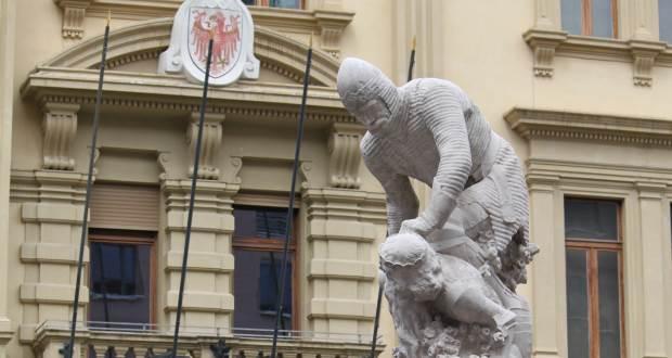 Laurin-Denkmal muss bleiben!  Südtiroler Heimatbund gegen eine Verlegung