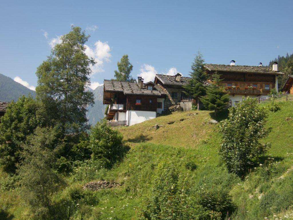 Bis in hohe Berglagen wurde in Jahrhunderte währender Arbeit vieler Generationen eine einzigartige Kulturlandschaft geschaffen