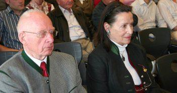 Auf der Fahrt wird uns zwei Nordtiroler Freiheitskämpfer (Herlinde und Klaudius Molling) begleiten und von ihrem Einsatz für Südtirol erzählen.