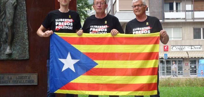 Francos Nachfolger Juan Carlos flieht aus Spanien — ein ehemaliger Monarch von eines Mörders Gnaden