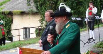 Gedenk- und Mahnwache in Erinnerung an die Opfer des Faschismus in Blumau