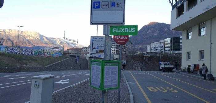 Autonomie endet bereits bei einfachen Gemeindeentscheidungen -Bozen: Verlegung einer Bus- Haltestelle braucht Genehmigung aus Rom