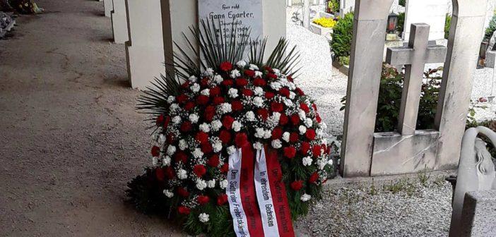Kranz am Grab von Widerstandskämpfer Hans Egarter Heimatbund ehrt Südtiroler Freiheitskämpfer gegen den Nazifaschismus
