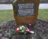 Foibe Denkmal in Bozen: Südtiroler Heimatbund legt am Gedenktag Blumen nieder